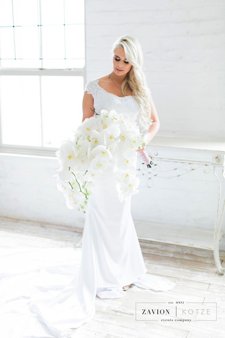 White Orchid Bouquet, Luxury Rustic Wedding, Orchids, roses and Proteas, luxury wedding planner South Africa, Zavion Kotze, Orchid Bride