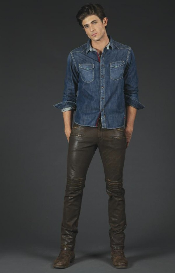 Hot guy in black leather pants http://liamhubpages.hubpages.com/hub/Best-Leather-Pants-for-Men-2013