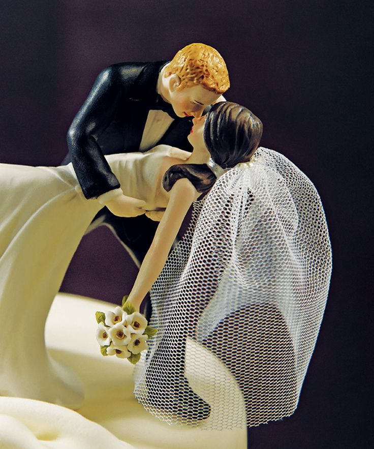 Wedding Cake Topper too freakin adorable! @Erik Bame !!!! Now I can't decide between this and the tardis! Hahaha