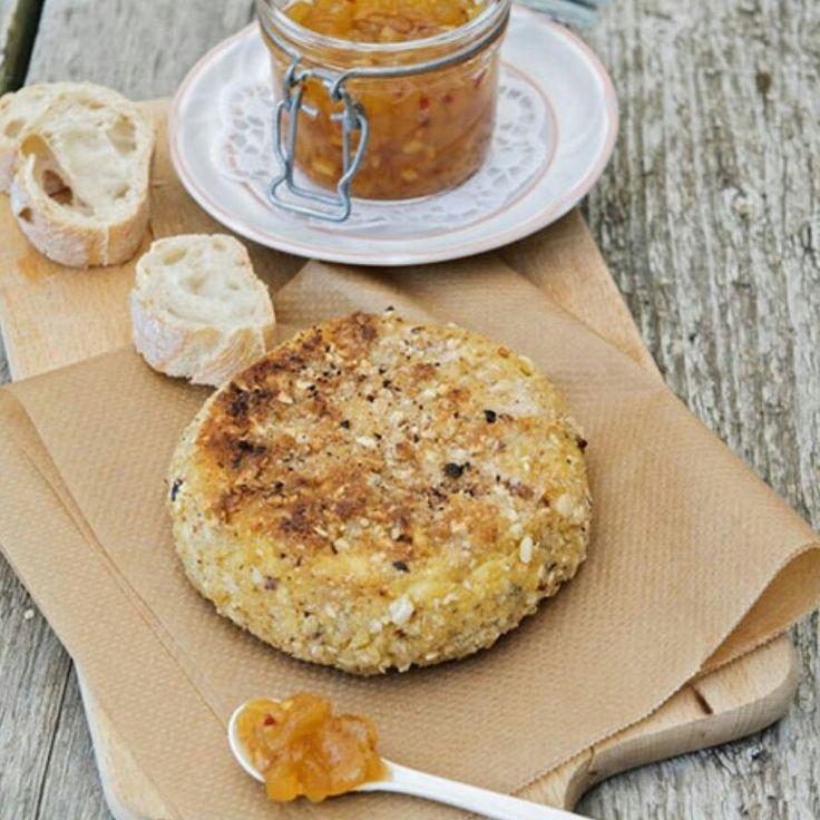 Perfekt für sonnige Herbsttage: Camembert mit Honig-Nuss-Kruste, dazu ein fruchtiges Birnenchutney! #meatfreemonday #meatfree #monday #recipe #meatlessmonday #chutney #camembert #honignuss #herbst #nuss #rezept #kachen #kachenmagazine