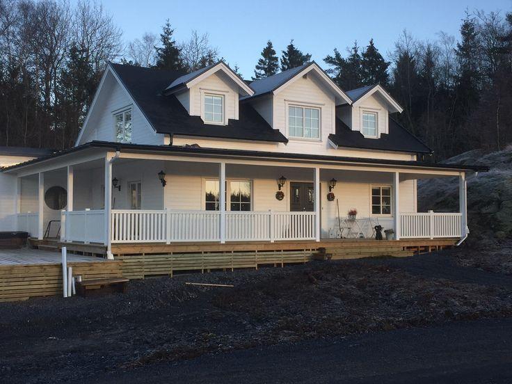Nybygggd villa med New Piteå-staket