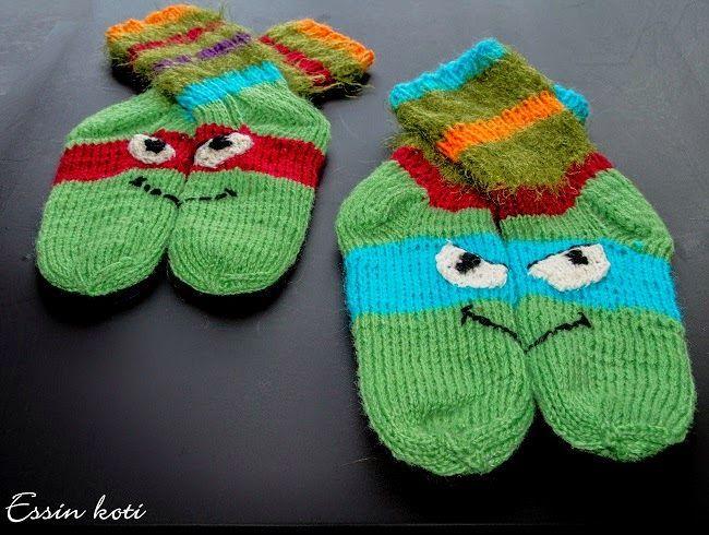 Turtles wool socks. Teini-ikäiset mutanttininjakilpikonnat villasukissa. http://essinkoti.blogspot.fi/2014/09/teini-ikaiset-mutanttininjakilpikonnat.html