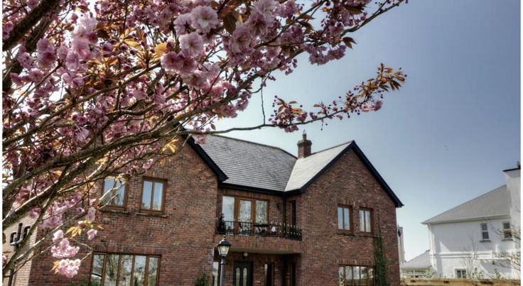 Oranhill Lodge Guesthouse Oranmore Oranhill Lodge Guesthouse is a family-run bed & breakfast. This beautiful redbrick house is set in a well-manicured garden, just 5 minutes' walk to the village of Oranmore. Galway city is a 10-minute drive away.