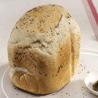 Gemarmerd pestobrood in de broodmachine