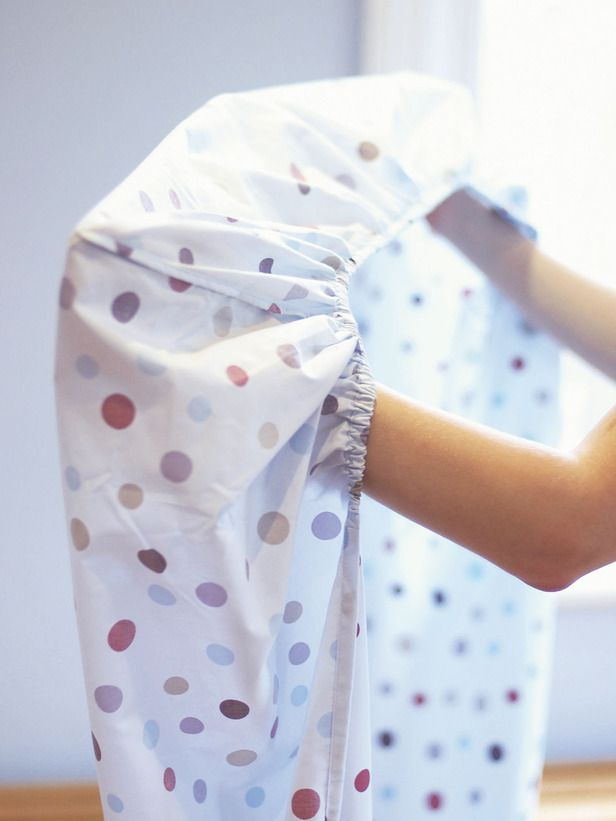 How to Fold a Fitted Sheet: Fitted Sheets, Clean Organizations, Folding Fit Sheet, How To Folding Sheet, Households Diy'S, Clean Clean, Fit Sheet I, How To Organizations Sheet, Fit Sheeti