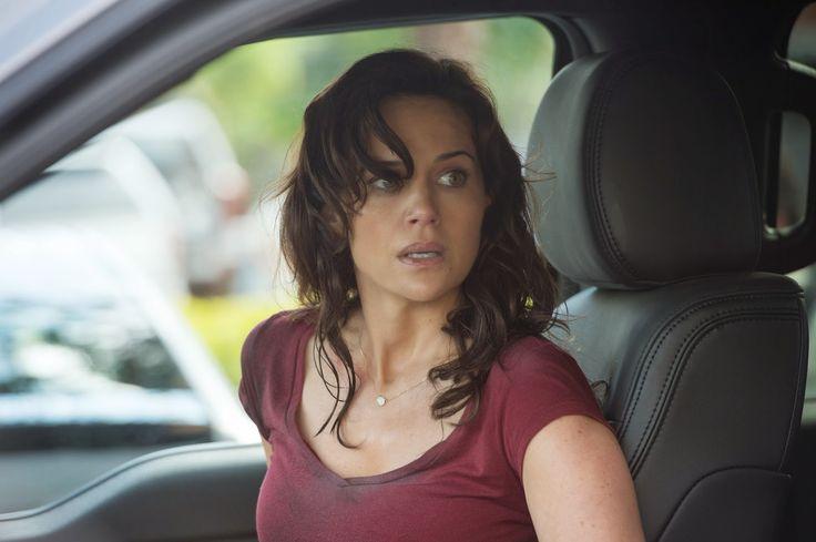Carla Gugino stars in San Andreas