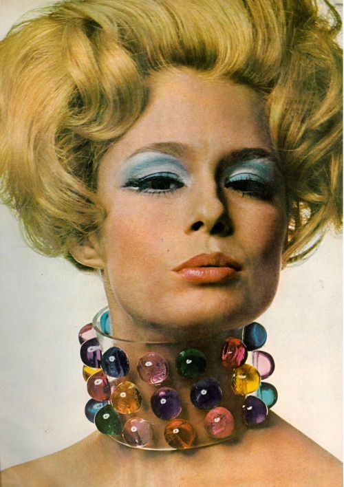 now that's a statement piece!  Photo by Gianni Penati, 1967.