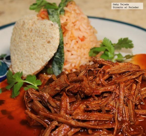 Falda de res en salsa colorada #carne