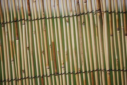 Ideias para uma cerca de privacidade ao redor de um pátio dentro de um jardim cercado   eHow Brasil