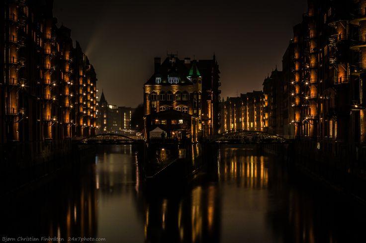 Centerpoint by Bjorn Christian Finbraten on 500px 24x7photo.com, EU, Europe, Germany, Hamburg, bridge, city, canal, evening, light, night, pub, rain, urban, water, windows, Poggenmühlen homes
