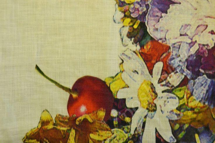 Льняная ткань белого цвета с изображением цветов и фруктов
