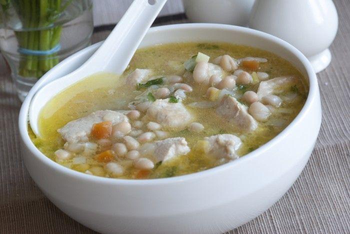 Вкус Калифорнии: суп из белой фасоли с курицей и шпинатом