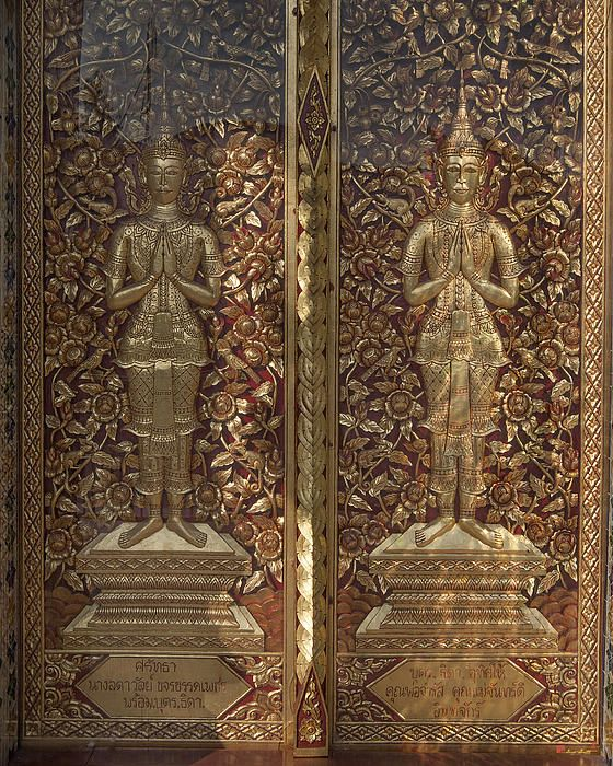 2013 Photograph, Wat Sri Don Chai Phra Wiharn Center Door, Tambon Chang Khlan, Mueang Chiang Mai District, Chiang Mai Province, Thailand. © 2013.  ภาพถ่าย ๒๕๕๖ วัดศรีดอนไขย ประตูศนย์ พระวิหาร ตำบลช้างคลาน เมืองเชียงใหม่ จังหวัดเชียงใหม่ ประเทศไทย
