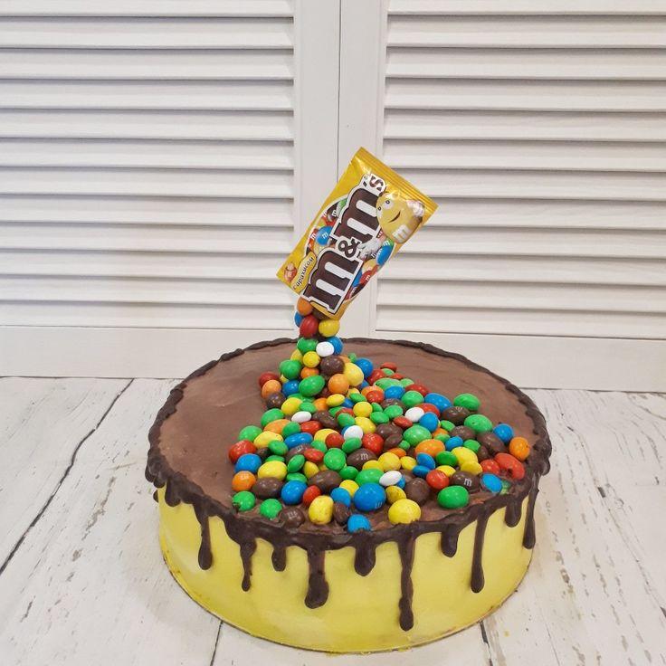 фото торт украшенный ммдемс фотографии