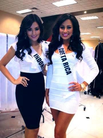 Miss Indonesia 2011 (Maria Selena) and Miss Costa Rica