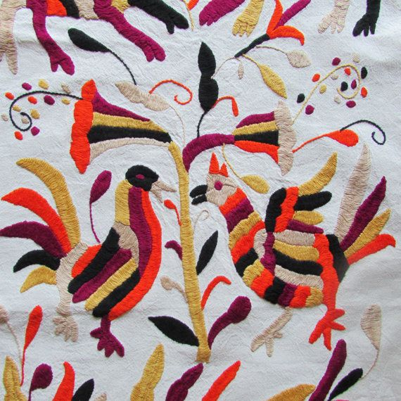 Hand Made Table Runner Otomi hand embroidered by ArteDeMiTierraMX