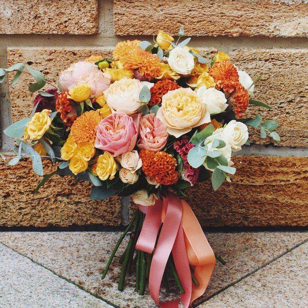 Autum warm bouquet // Теплый осенний букет #fallflowers #autumnbouquet #warmflowers #coolflowers_cz #pragueflowersdelivery #kvetinypraha #dovozkvetin #vazanikytic