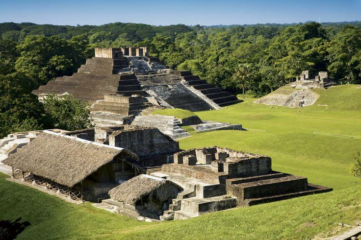 Vista de las ruinas de Comalcalco, en el estado de Tabasco. Al fondo se ve el templo I, el mayor del yacimiento, situado en la llamada Plaza Norte.