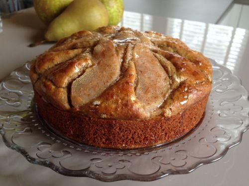Deze gezonde perencake overtuigt al je gasten ervan dat lekker en gezond prima samengaan! Lactosevrij en vrij van geraffineerde suikers.
