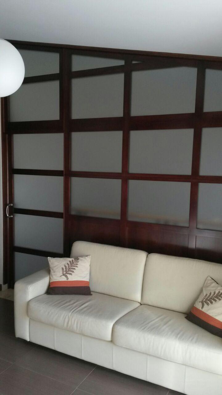 Vista frontal cerramiento con puerta corredera - Cerramiento de madera ...