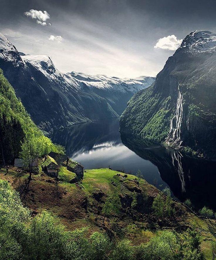 "via. @maxrivephotography  ""Geirangerfjord in Spring Norway.""  buff.ly/2kBV4U3"