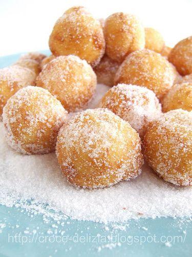 Le frittelle di semolino le preparava sempre mia mamma e non necessariamente nel periodo di Carnevale. Era uno di quei piatti che riusciva a...