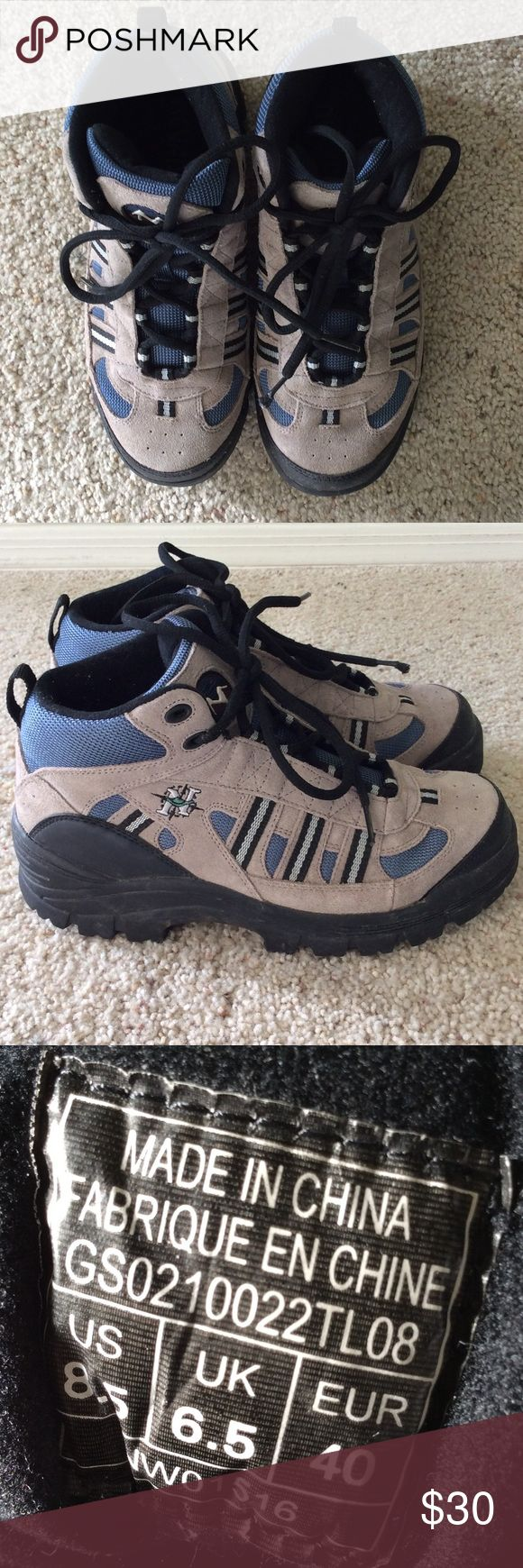 Nevados hiking boots. Size 8.5. Excellent almost new condition. Perfect for snow or hiking! Fits a size 7.5-8 with thick socks for these cold winter months! Nevados Shoes Winter & Rain Boots
