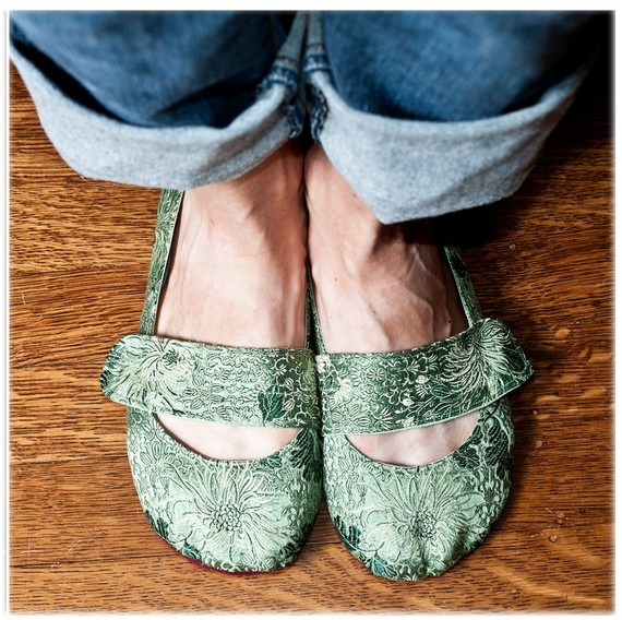 Sage green silk shoes by uku2 on Etsy.com