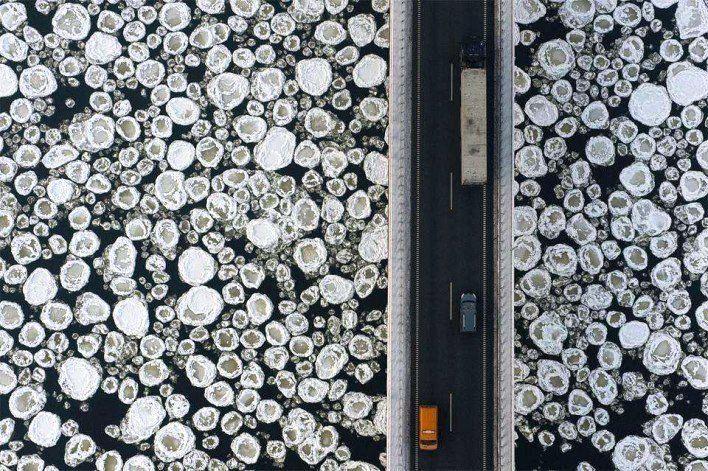 Gambar Foto jembatan melintasi air es