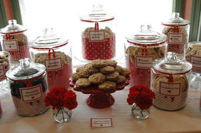 3. Cookie Station:bride asks her close friends and family to bake two dozen of their favorite cookies for her wedding.