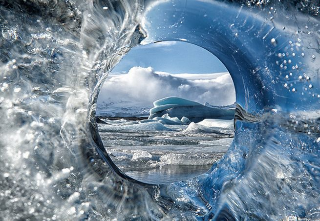 O fotógrafo alemão Tim Vollmer decidiu encarar o frio da Islândia e da Groenlândia em prol da arte e fez cliques que retratam as paisagens de algumas das geleiras mais bonitas do mundo