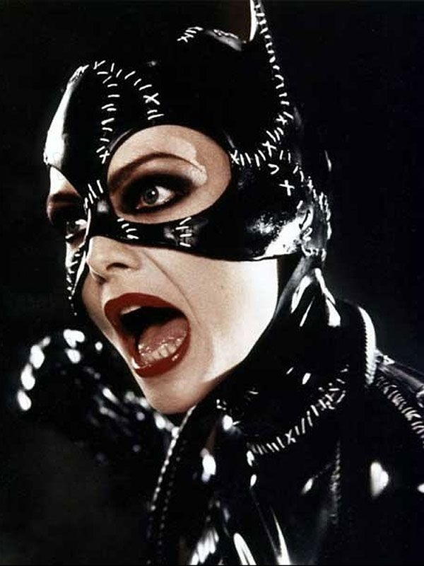 Michelle Pfeiffer as Catwoman                                                                                                                                                     Más