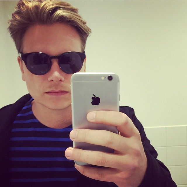 Jamie Westland Di-rect. Looking cool with his Johnny Loco sunglasses.