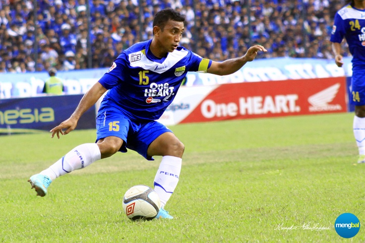 Persib vs Psps : Firman Utina's skills make him a great fit in Persib's midfield.