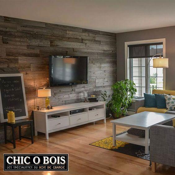 Mur en bois de grange dans un salon
