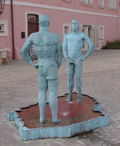 «Писающие мужчины – Кирпичный завод Гергета», Прага, Чешская республика, скульптор David Cerny