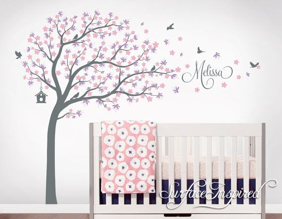 Große wunderliche Kirschblüte Baum Wandtattoo mit persönlichen Namen und Blasen Blumen und Vögel. Erhalten Sie kostenlos benutzerdefinierten Namen und Farben! Bitte kontaktieren Sie uns, wenn Sie eine kostenlose benutzerdefinierte Vorschau sehen möchten. Wir können unser Design