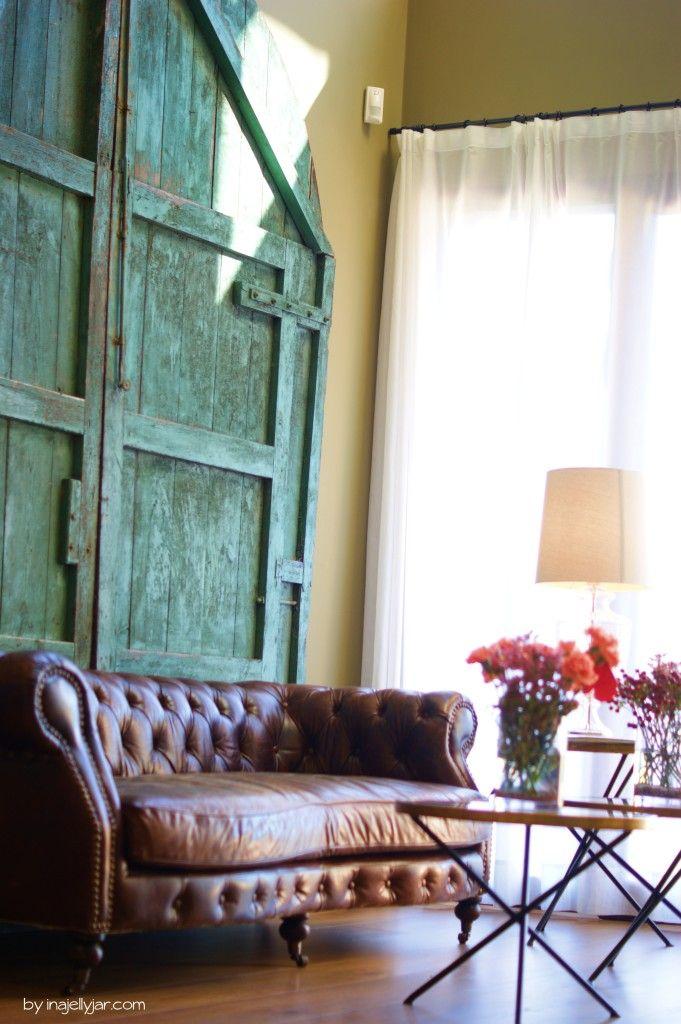 Lobby mit Couch im EcoResort MasSalagros Upcycling von Vintage-Möbeln #biohotel #massalagros #ecoexperience
