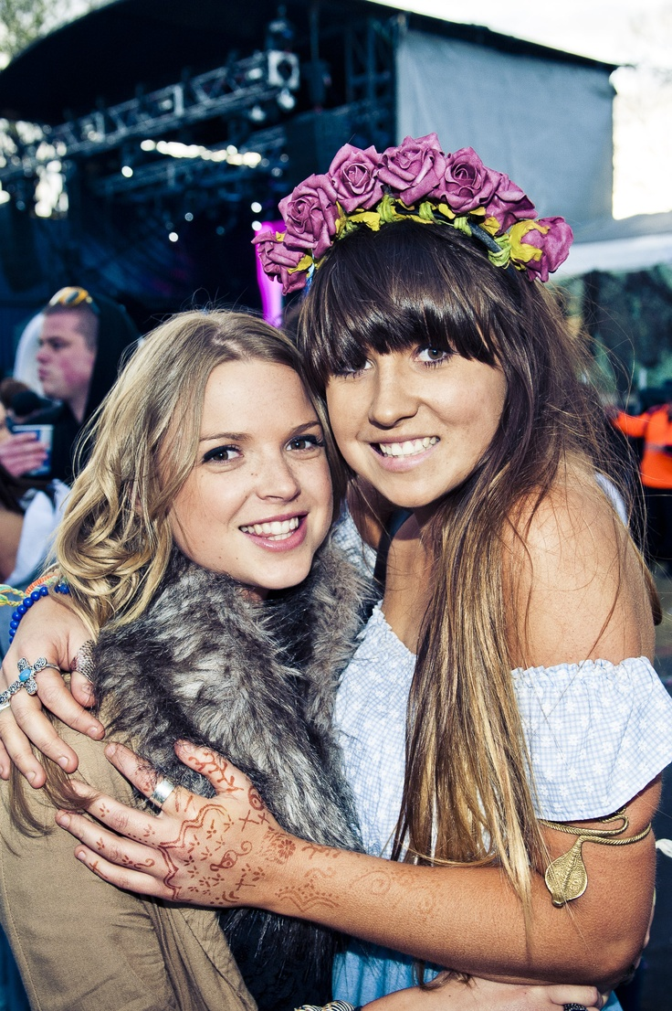 They were sure to wear some flowers in their hair at Melbourne Parklife 2011