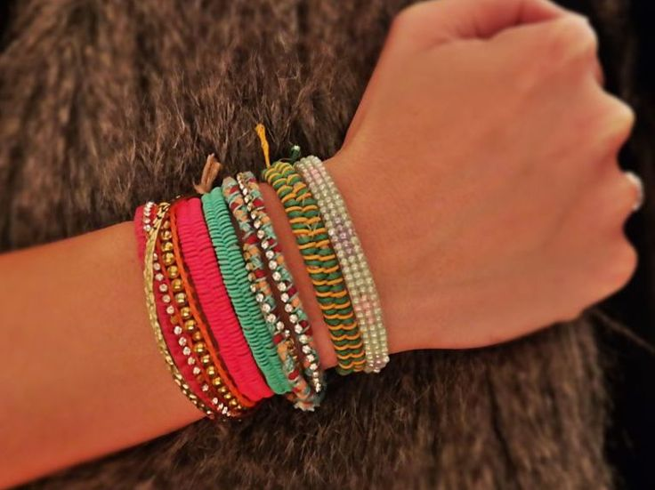 DIY-Anleitung: Bunte Fischgräten-Bänder für Deine beste Freundin und Dich flechten, Sommeraccessoire / DIY-tutorial: braiding colorful fish bone bracelets for you and your best friend, summer accessory via DaWanda.com