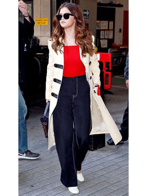 ベーシックカラーと相性抜群で、使い勝手も◎ セレーナ・ゴメス(Selena Gomez)の私服ファッション
