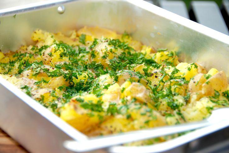 Maste kartofler. Knuste kartofler. Mashed potatoes. Kært barn har mange navne, men her er den bedste opskrift på maste kartofler med persille. Maste kartofler kan laves på mange måder, men her er d…