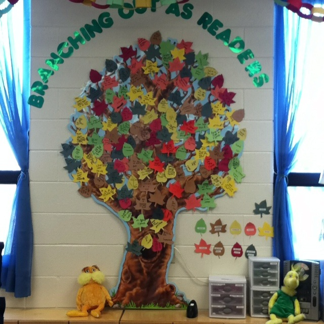 Genre reading tree- Students are encouraged to read different genres of books. Each leaf/color represents a different genre. Once a student finishes a book they fill out the corresponding leaf with the title of the book and their name. Great way to get kids motivated to read different genres. They love it!