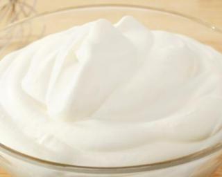 Crème de guimauve façon Marshmallows : http://www.fourchette-et-bikini.fr/recettes/recettes-minceur/creme-de-guimauve-facon-marshmallows.html