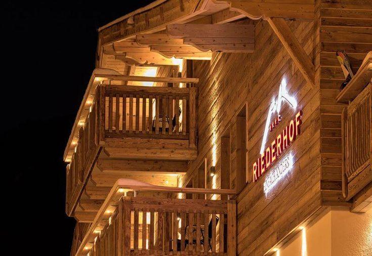 Wellnessurlaub und Wanderferien mit Hund im Riederhof - Hotel außen  Geführte Wanderungen, Hundespielwiese mit Schwimmteich, Gassiservice, mobile Hundeschule uvm. im Wellness- & Wanderhotel Riederhof im Tiroler Oberland. Bis zu 3 Hunde erlaubt - weitere Fellnasen gerne auf Anfrage!   #wandern #wandernmithund #urlaubmithund #hundeurlaub #hundefreundlich #hotelmithund #riederhof #tirol #tiroleroberland #hotelriederhof #wellnessmithund #wellnesshotel #wanderhotel #hunde #hund #dogswelcome…
