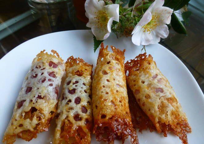 Canapés rollo de queso con jamón serrano