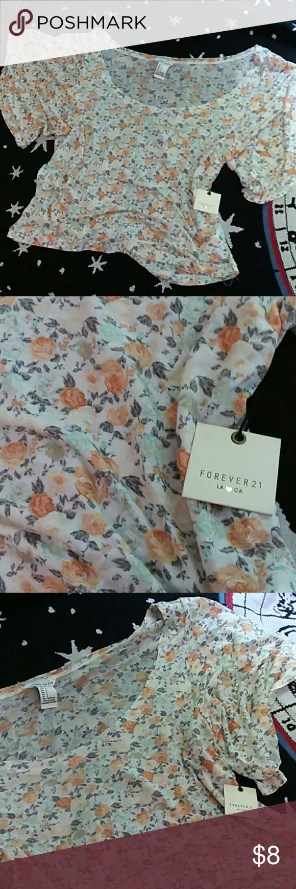 Floral crop top S NWT F21 crop top. Super soft material. Perfect for summer Forever 21 Tops Crop Tops