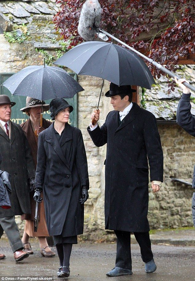 Dame Maggie Smith back in character downton abbey ...