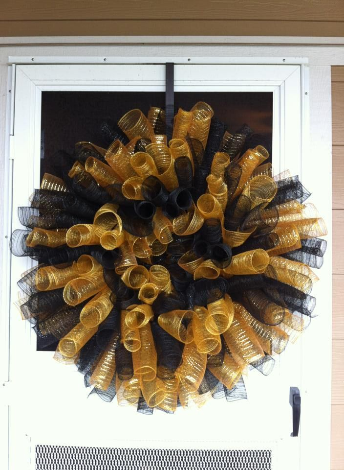 23 Best Nfl Wreaths Images On Pinterest Deco Mesh