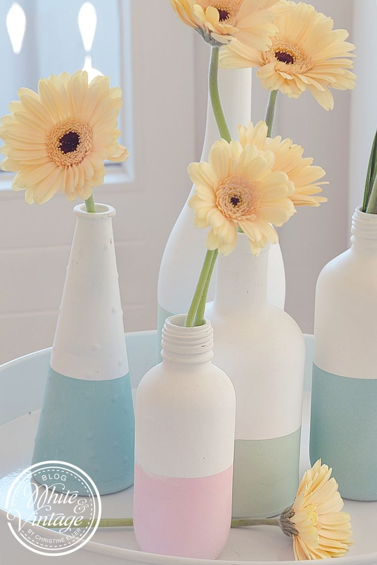 Trendige Vasen aus Flaschen mit Chalk Paint Spray selber machen